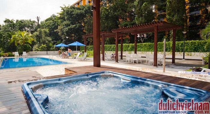 Bể bơi tại khách sạn