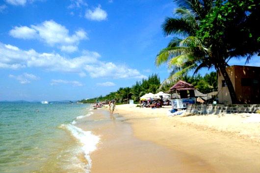 Bãi biển trong xanh ở Côn Đảo