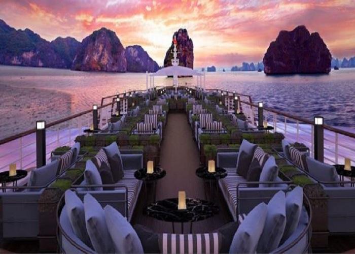 Du thuyền gồm 39 cabin và 4 hạng phòng