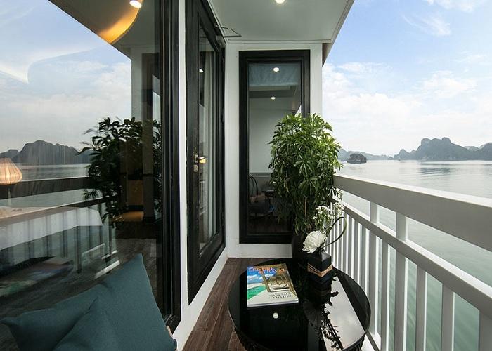 Ngắm nhìn toàn cảnh vịnh Hạ Long
