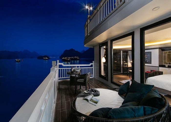 Thư giãn buổi tối ngắm vịnh Hạ Long trên du thuyền