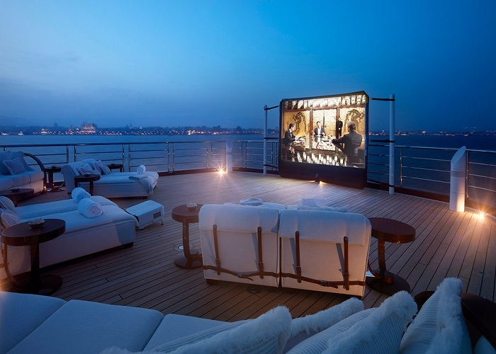 Thư giãn tối trên du thuyền
