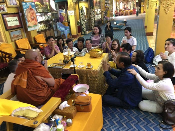 Du khách hành hương về đất Phật linh thiêng
