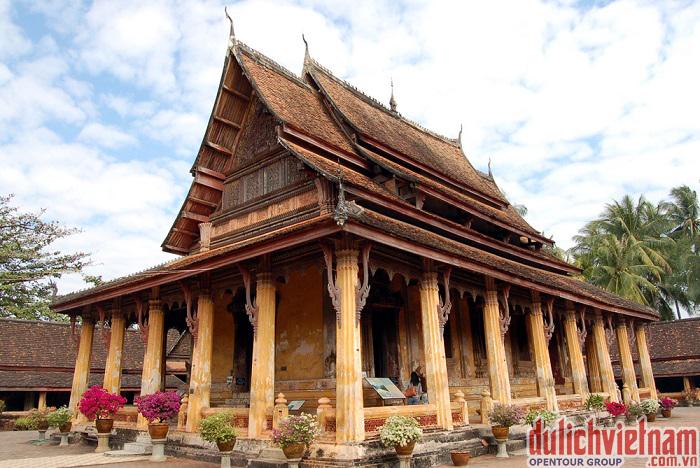 Chùa Sisaket lâu đời với lối kiến trúc cổ kính
