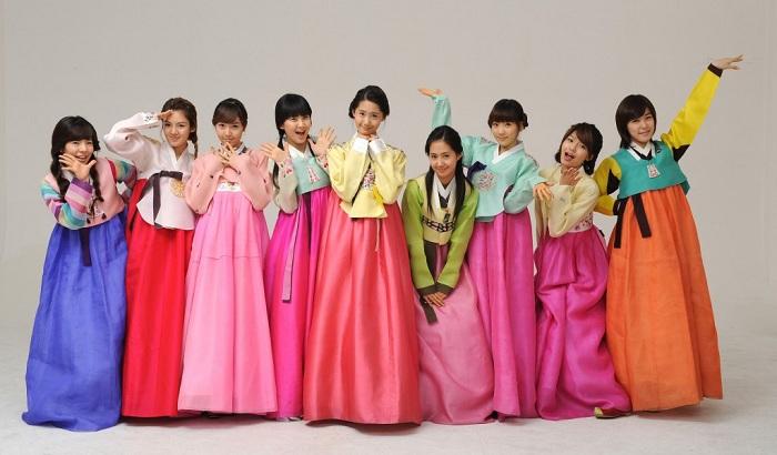 Bạn còn có thể mặc đồ Hanbok truyền thống để chụp ảnh lưu niệm nữa đấy