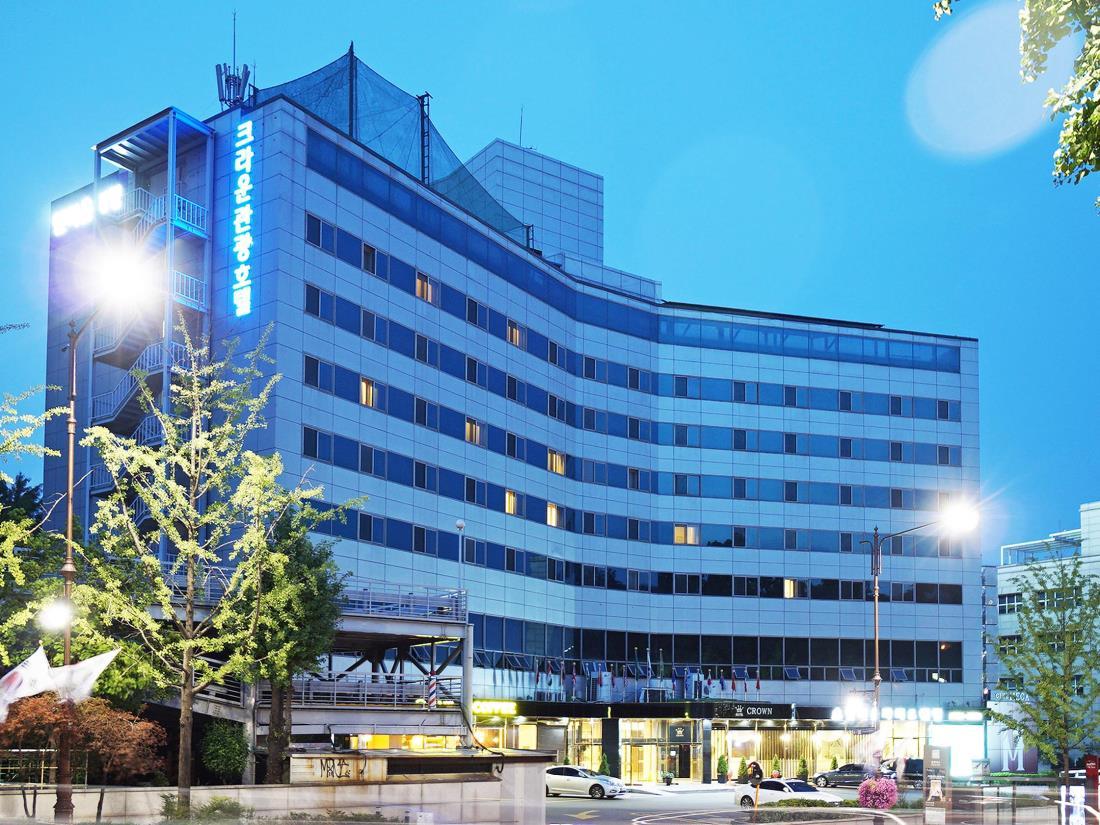 Khách sạn Itaewon Crown Hotel