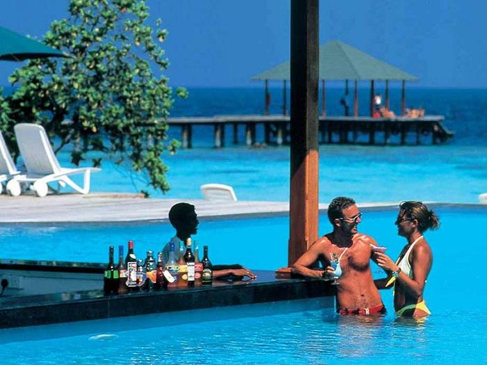 Trải nghiệm thức uống hồ bơi ở Adaaran Club Rannalhi