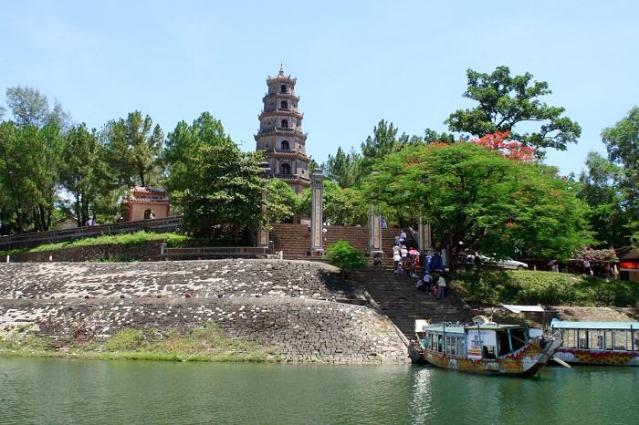 Chùa Thiên Mụ - Ngôi chùa linh thiêng bên dòng sông Hương xứ Huế