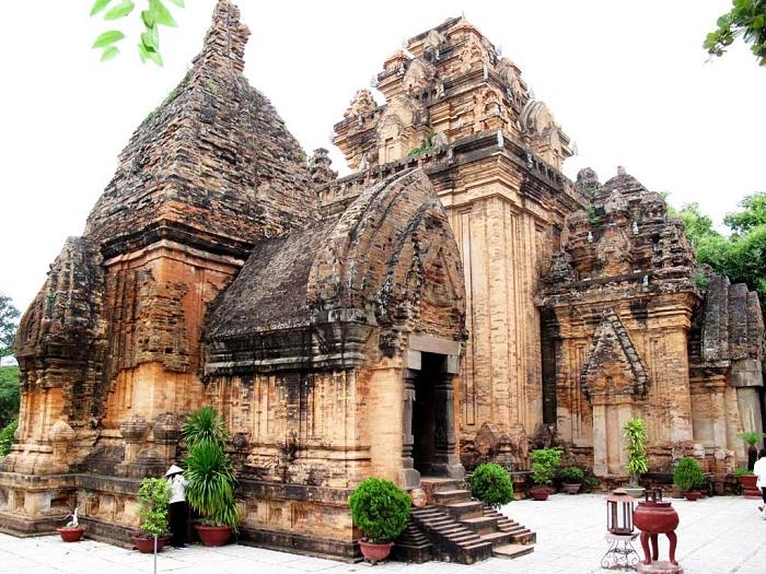 Tháp Ponagar ở Nha Trang