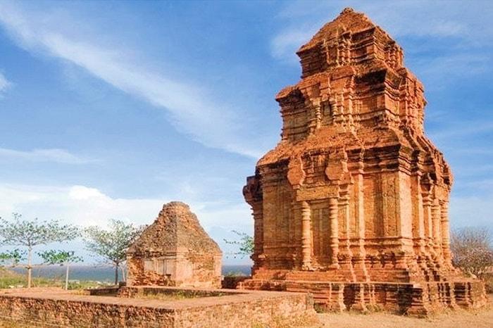 Khám phá Tháp Poshanư, công trình kiến trúc nghệ thuật độc đáo
