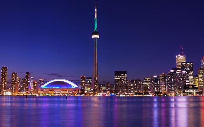 CN Tower - tòa tháp biểu tượng của Canada.