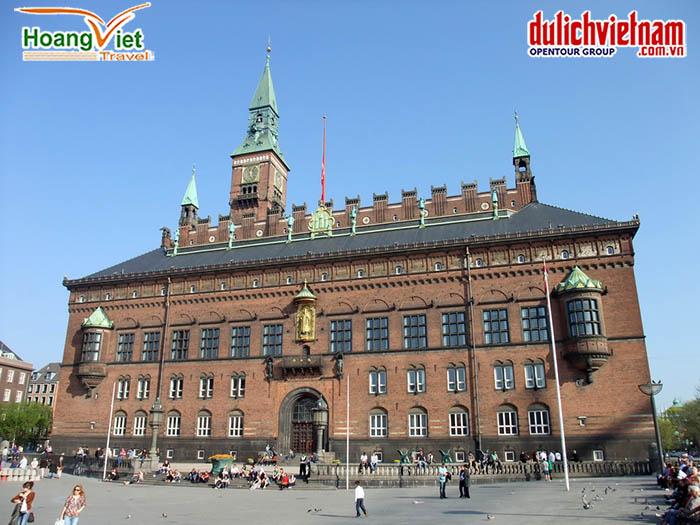 Tòa thị chính (Copenhagen city Hall)