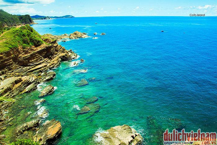 Biển Cô Tô với làn nước xanh biếc