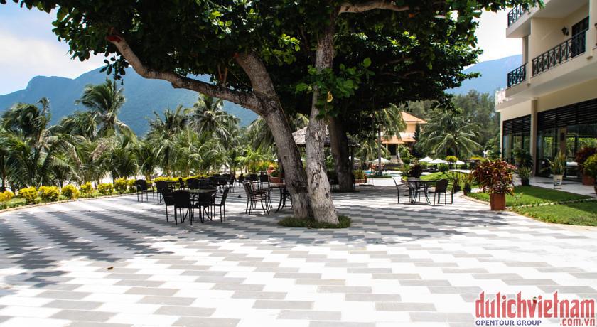 Quán cafe ngoài trời của khu nghỉ dưỡng