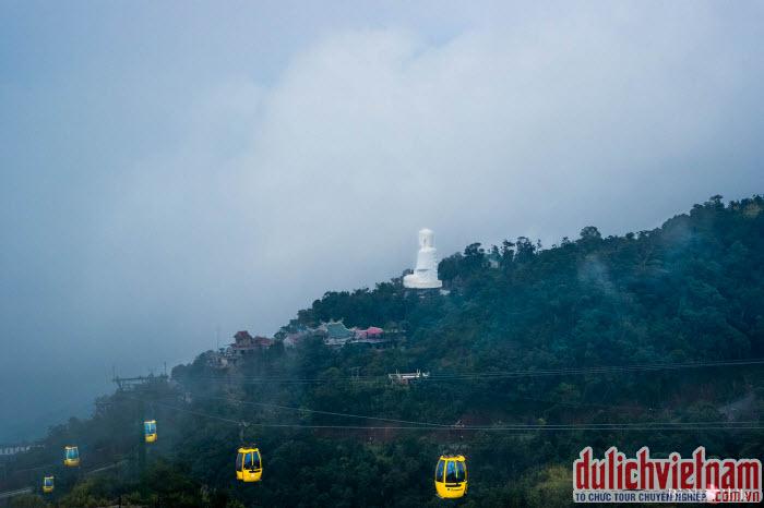Cùng đi cáp treo Bà Nà ngắm toàn cảnh du lịch Đà Nẵng từ trên cao