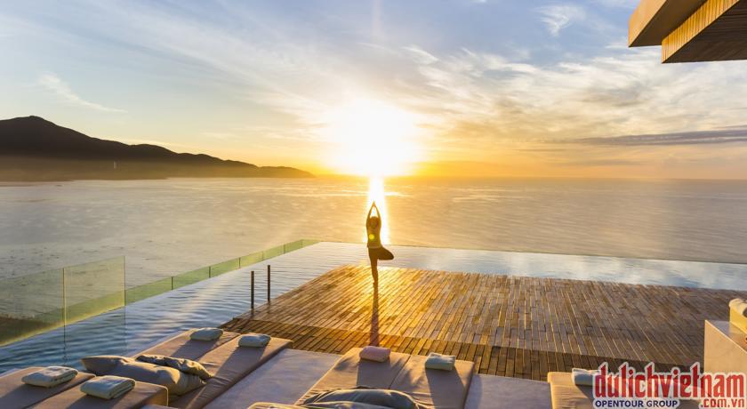 Bể bơi trên tầng thượng - Điều cực kỳ cuốn hút của khách sạn A La Carte