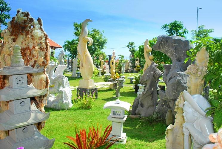 Các sản phẩm đá tại Làng đá Non Nước được những người nghệ nhân dùng sự tâm huyết của mình để tạo ra chúng