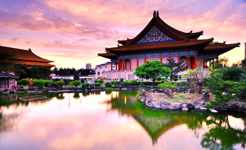 Đền Văn Võ Đài Loan mang nét cung đình ngày xưa, kiến trúc cầu kỳ tinh xảo