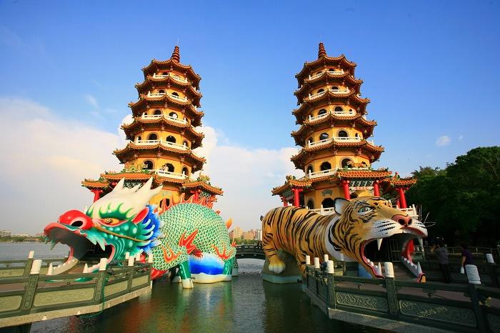 Lotus Pond Cao Hùng