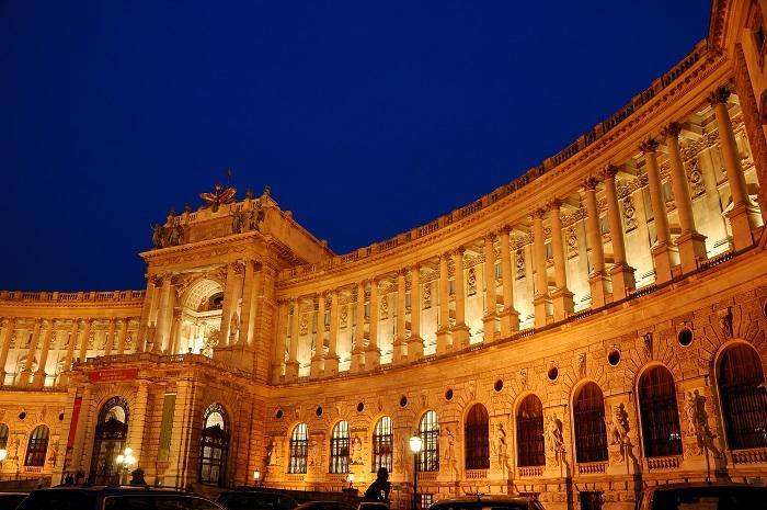 Kết quả hình ảnh cho cung điện hoàng gia Hofburg Palace