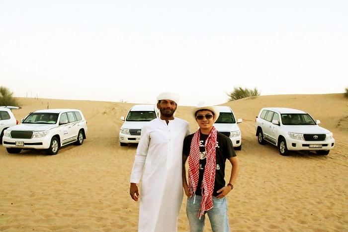 Đua xe trên cồn cát sa mạc