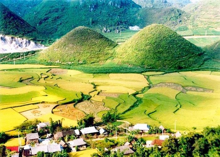Núi đôi Quản Bạ - nghệ thuật thiên nhiên