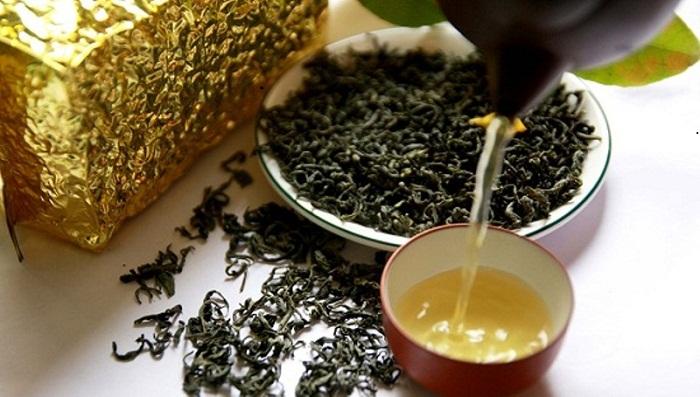 Thưởng thức trà Shan Tuyết thơm ngon, nóng hổi