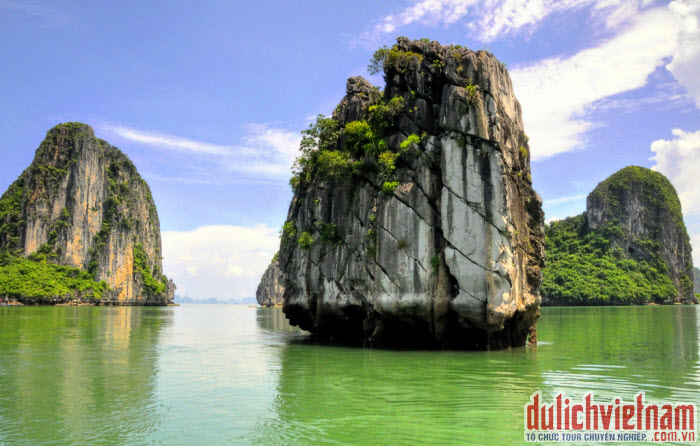 Hòn Lư Hương - Vịnh Hạ Long