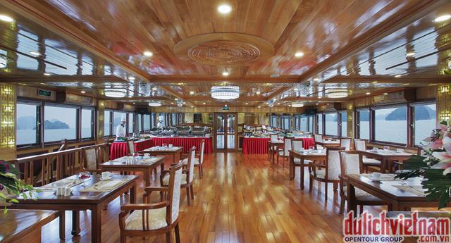 Nhà hàng của Royal Wings Cruise mang tới cho bạn hàng trăm món ăn hấp dẫn
