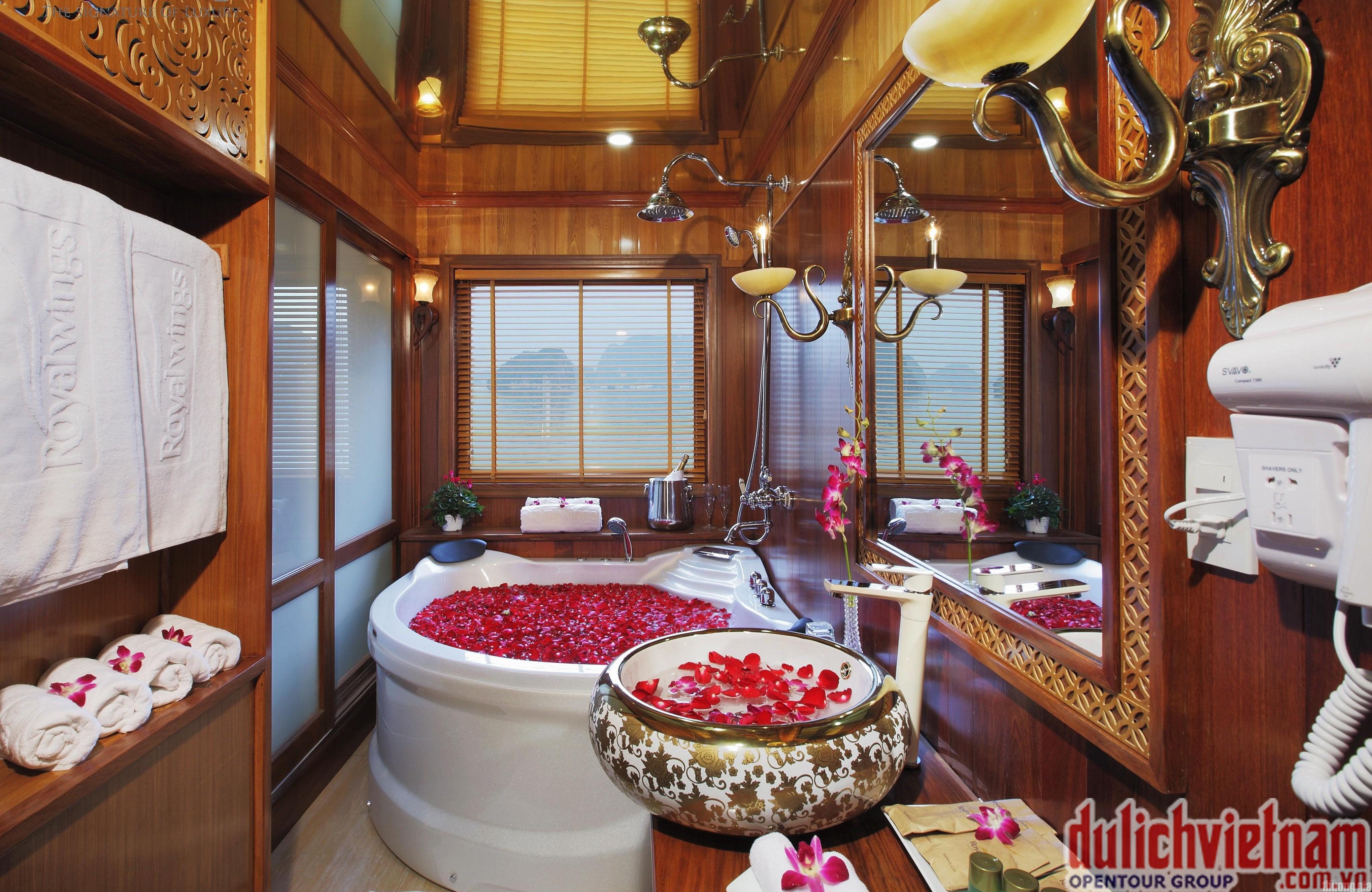 Phòng tắm của Royal Wings Cruise