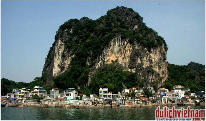 Núi Bài Thơ ở Hạ Long