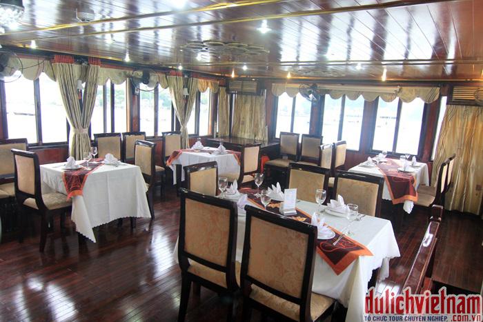 Ăn tối trên du thuyền Legacy Cruise