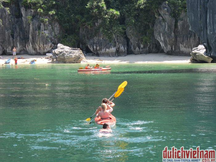 Chèo thuyền Kaiya trên Vịnh Hạ Long