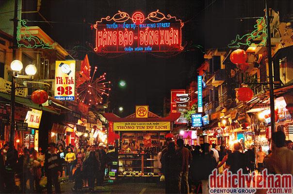 Chợ Đêm Hà Nội - mở vào các ngày thứ 6, 7 và Chủ Nhật hàng tuần