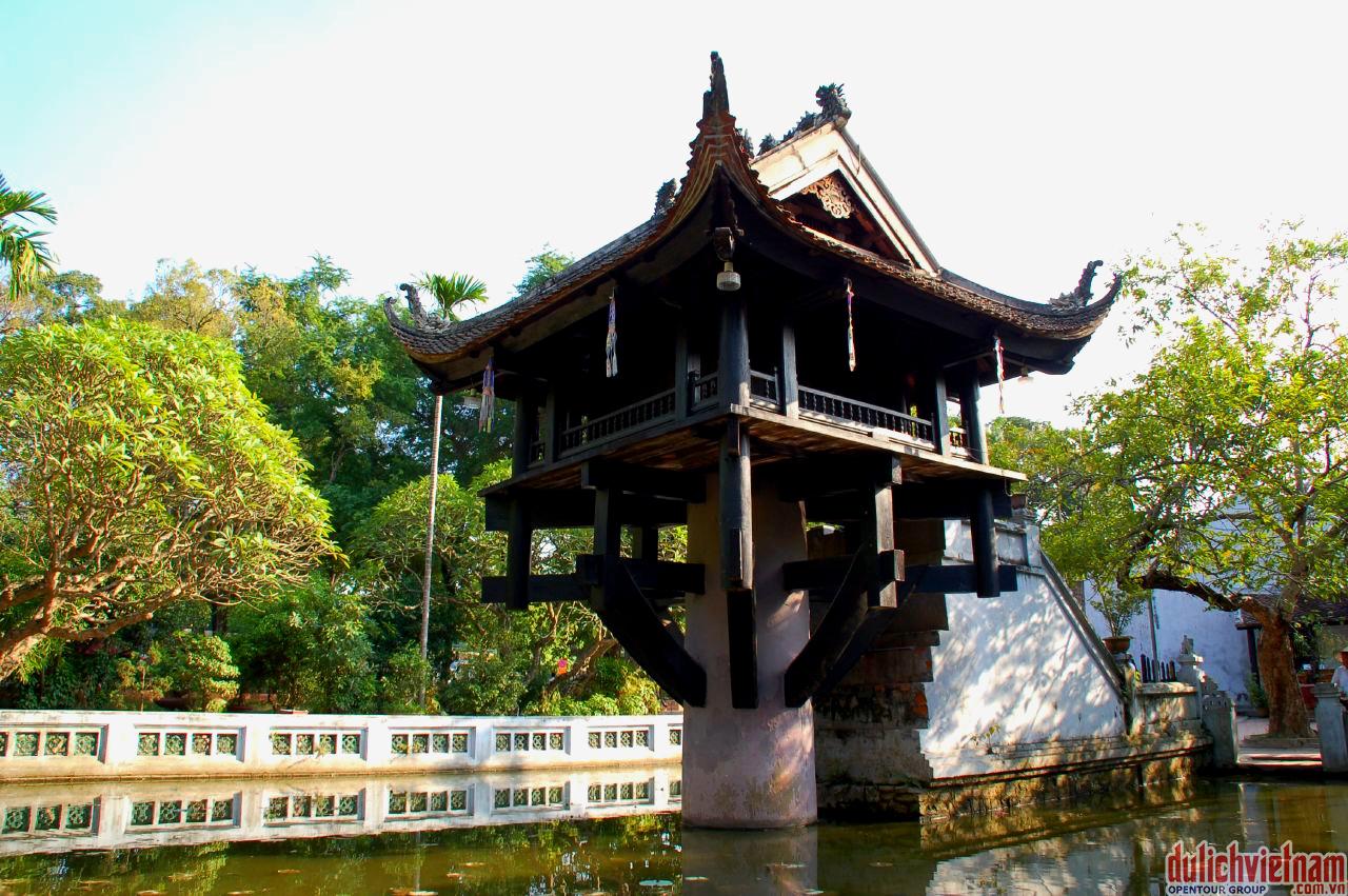 Chùa Một Cột - được xây dựng với kiến trúc cực kì độc đáo, chùa Một Cột được coi là một di sản văn hóa của đất Hà thành nghìn năm lịch sử này.