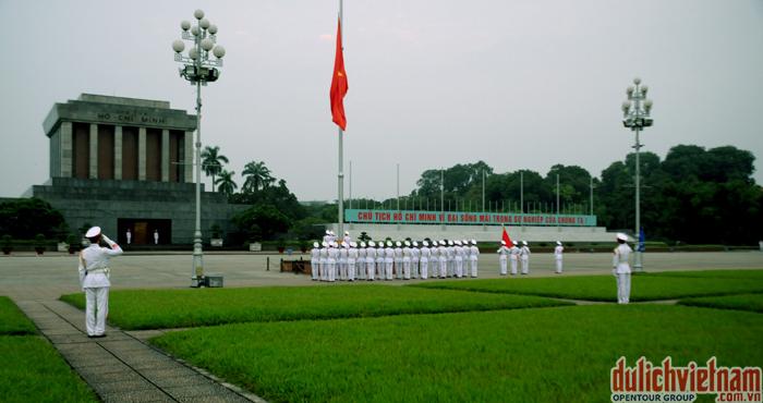 Quảng Trường Ba Đình - nơi Bác Hồ đọc bản tuyên ngôn độc lập ngày 2/9/1945
