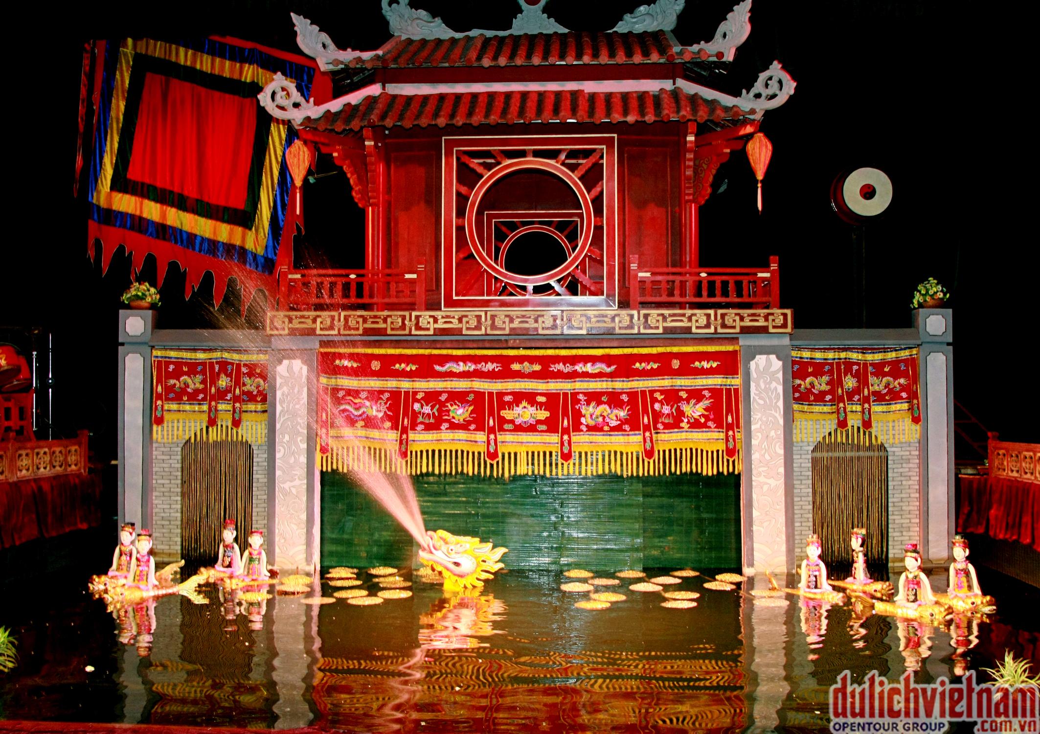 Thưởng thức show múa rối nước Hà Nội