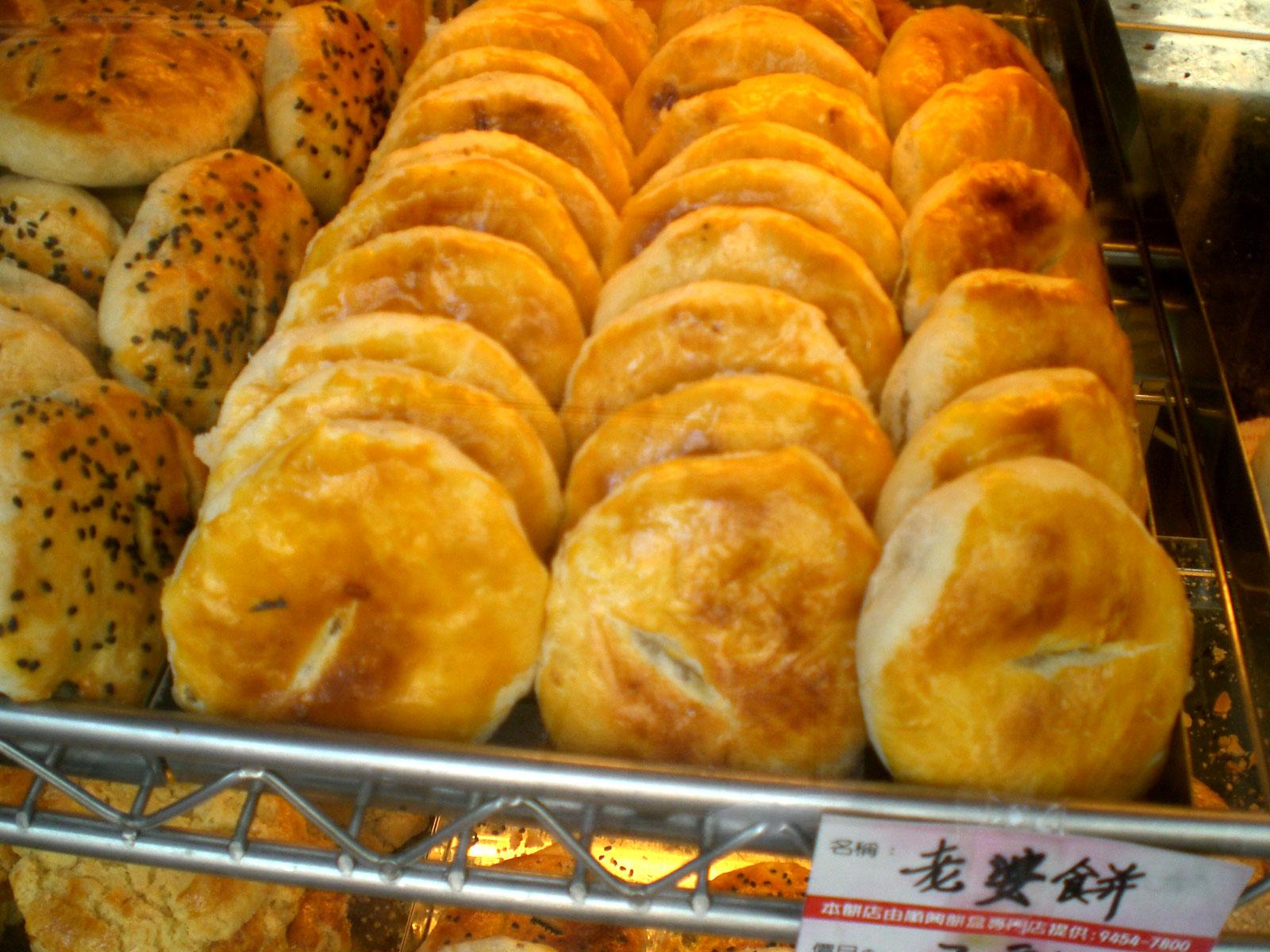 Thưởng thức bánh bà xã là sở thích của các du khách khi đến với Hồng Kông