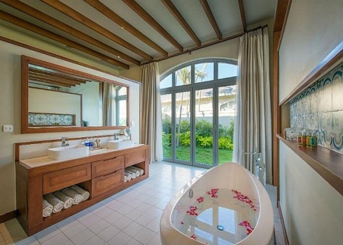 Phòng tắm FLC Sầm Sơn Resort 5 sao
