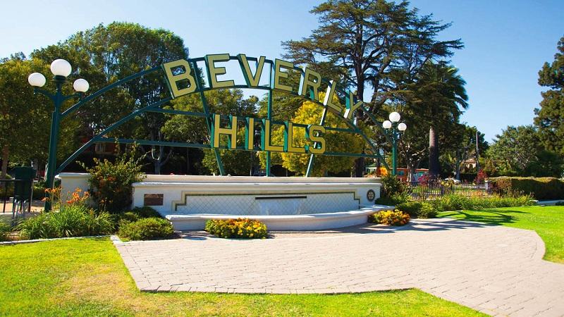 Beverly Hill – nơi tọa lạc những căn hộ lộng lẫy của những ngôi sao trong làng giải trí Mỹ và những cửa hàng thời trang đắt tiền