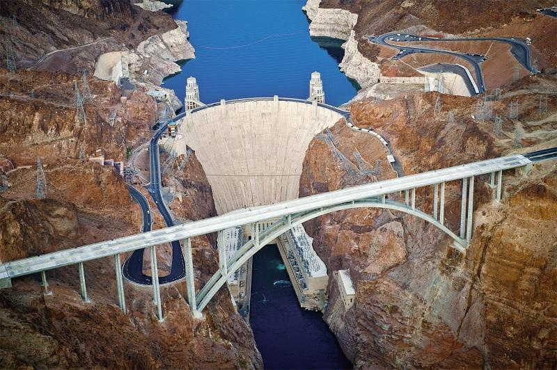 Đập thủy điện Hoover lớn nhất nước Mỹ và hồ nhân tạo lớn nhất thế giới Lake Mead