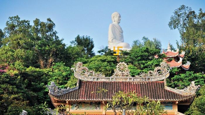 Chùa Long Sơn - Ngôi chùa có tượng Phật Trắng cao nhất thành phố Nha Trang