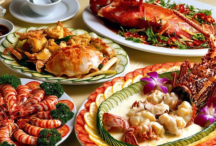 Bạn còn có thể thưởng thức nhiều món ăn đặc sản hấp dẫn của Nha Trang