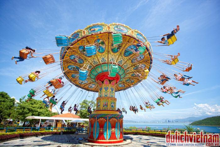 Du khách có thể tham gia rất nhiều trò chơi tại Vinpearl Land