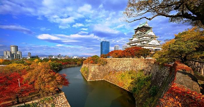 Lâu đài Osaka mùa thu