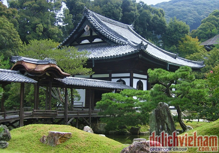 Khung cảnh cung điện Nhật Bản ngày thường