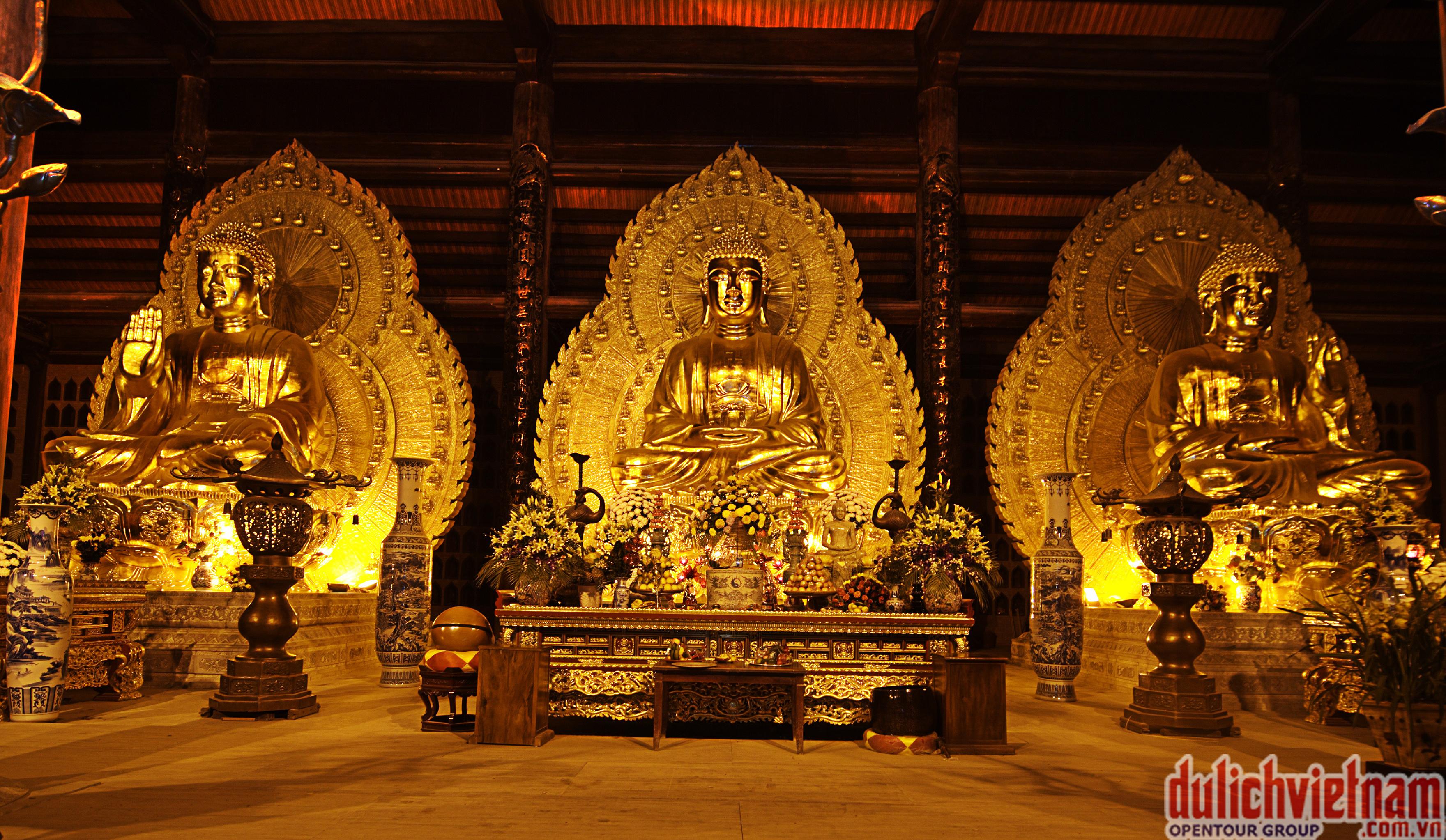 Điện thờ Tam Thế