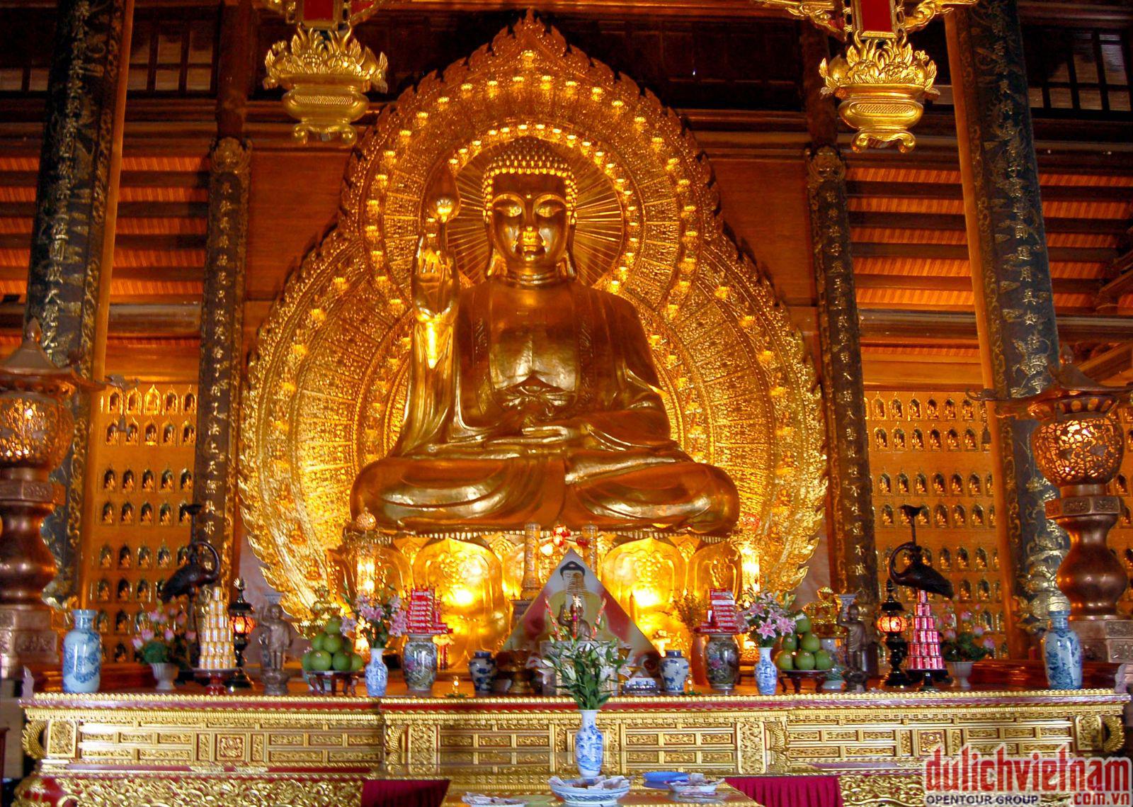 Tượng Phật Tổ Như Lai bằng đồng dát vàng nặng 100 tấn