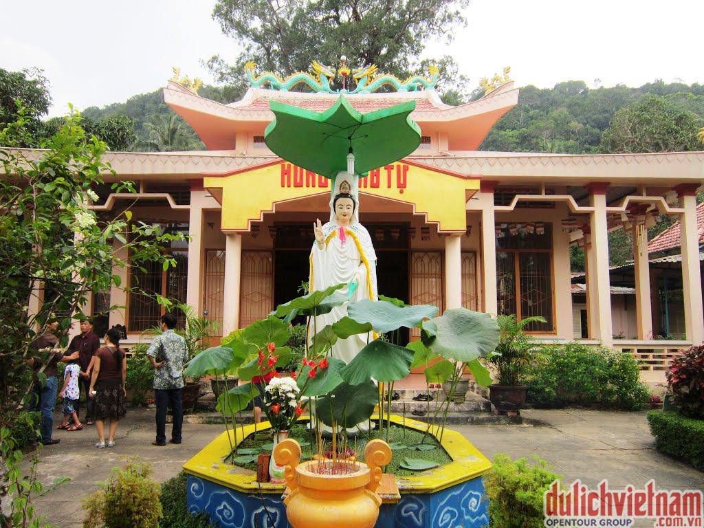 Chùa-Hùng-Long