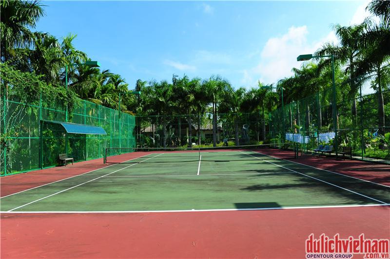 Sân bóng tennis rộng rãi cho bạn thỏa sức thể hiện
